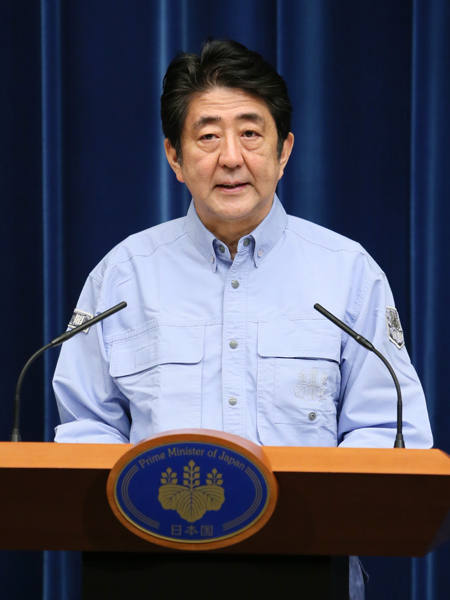 Photograph of the Prime Minister holding a press conference (1)
