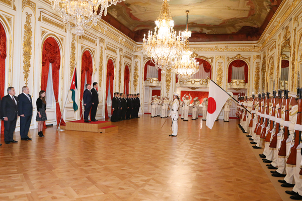 Photograph of the salute and the guard of honor (1)