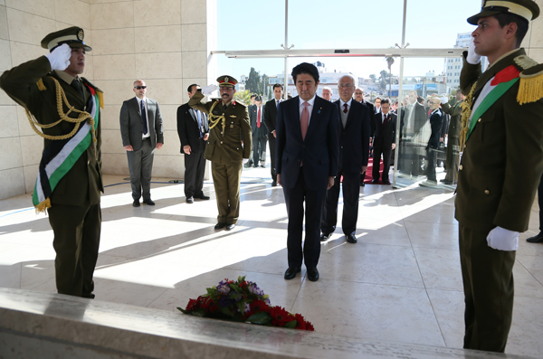 Photograph of the Prime Minister visiting the Mausoleum of Yasser Arafat and offering flowers